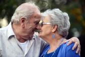 Đám cưới lãng mạn của cụ ông 94 tuổi và cụ bà 79 tuổi