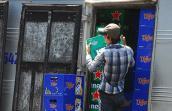 Doanh nghiệp phản đối việc dán tem bia