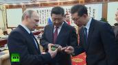 Tổng thống Putin tặng Chủ tịch Tập Cận Bình smartphone 2 màn hình