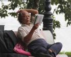 Đẩy lùi chứng lẫn ở người già nhờ đọc sách, làm thơ