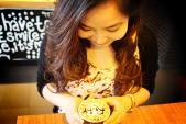 Giới trẻ Sài Gòn thích thú viết tên lên ly cà phê