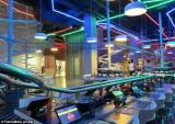 Chóng mặt với nhà hàng 'tàu lượn siêu tốc' lớn nhất thế giới