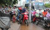 Gần một nửa người Việt từng đi xe máy trên vỉa hè