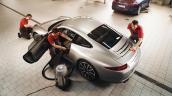 Porsche mang dịch vụ làm đẹp xe về Việt Nam ngày cuối năm