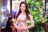 Nguyễn Thị Loan gợi cảm với áo dài cách tân xẻ ngực