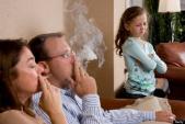 Tác hại kinh hoàng của khói thuốc đối với trẻ