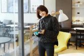 Tư vấn cách chọn và mặc áo len thật chuẩn cho nàng siêu gầy