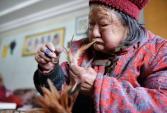 Cảm động mẹ già 86 tuổi bán cầu lông gà chữa bệnh cho con