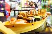 Đến Sushi và Que thưởng thức sushi hương vị Canada và Mỹ