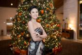 Hoa hậu Ngọc Hân khoe vai trần gợi cảm