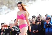 Nữ sinh Trung Quốc diễn bikini ở dưới trời -5°C