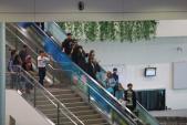 T-ara vất vả thoát khỏi vòng vây của fan