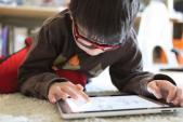 Tác hại nguy hiểm khi trẻ nghiện máy tính bảng