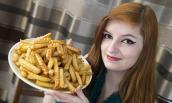 Cô gái kỳ lạ chỉ ăn khoai tây chiên và pho mát