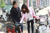 Phụ huynh không tiếc tiền mua xe đạp điện cho con