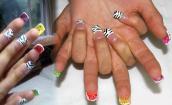 Tết này, chơi trội bằng cách sơn mặt trong của móng tay