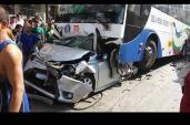 Sốc với chùm ảnh Toyota Vios bị xe buýt đè bẹp