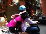 """""""Phát cuồng"""" với chó mèo mặc sành điệu khi xuống phố"""