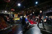 5 điều đặc biệt từ show diễn lấn át các mặt báo Âu, Á