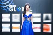 Giám khảo cuộc thi Mister Global 2015 khoe vai trần quyến rũ