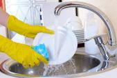 Nguy hại chết người khi rửa bát không đúng cách