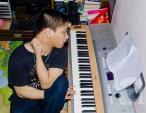 Mối tình chàng nhạc sĩ bại não với cô giáo trẻ