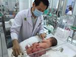 Cắt bỏ u quái nặng gần phân nửa trọng lượng trẻ sơ...