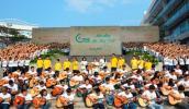 Lê Cát Trong Lý guitars mộc cùng 1000 bạn trẻ vì môi trường