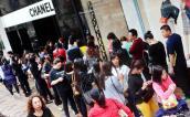 Hong Kong phản đối cách Chanel giảm giá đồ hiệu