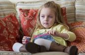 Bé gái ăn 30 hộp sữa chua mỗi ngày vẫn khỏe
