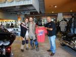 Cặp đôi bán hết tài sản đi môtô vòng quanh TG đến VN