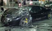 """Ferrari 458 Italia nát tươm khi chơi """"đấu bò"""" với Range Rover"""