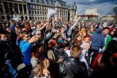 Lễ hội đánh nhau bằng... gối ở Rumani