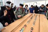 Apple Watch bắt đầu được bán