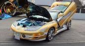 Xe Pontiac nạm vàng và đá quý trị giá 3,7 triệu USD