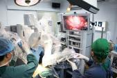 Xem bác sĩ Bệnh viện Nhi Trung ương mổ nội soi bằng robot