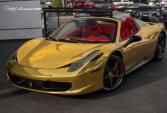 Kỳ lạ showroom Lamborghini bán cả siêu xe Ferrari mạ vàng