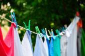 Cách tẩy trắng quần áo bị phai màu đơn giản, không độc hại