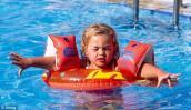 Mách bạn cách phòng bệnh cho bé khi đi bơi