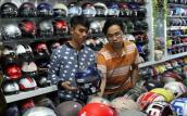 Quy định đội mũ bảo hiểm cho trẻ em: Sức mua tăng vọt