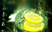 Lý do bạn nên uống nước chanh khi dạ dày trống