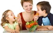 Dạy trẻ đọc nhãn thực phẩm để ăn uống lành mạnh