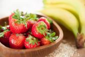 Sinh tố chuối, dâu tây bổ dưỡng