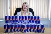Cô gái chỉ sống sót nếu uống 24 lon Red Bull mỗi ngày