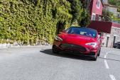 """Sedan chạy điện Tesla lên đời cực mạnh, chấp siêu xe """"một mắt"""""""