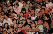 Tấp nập selfie giữa Carnaval Hạ Long 2015
