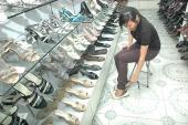 Đi giày bệt thường xuyên cũng sinh bệnh