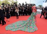 Sao Hoa ngữ mặc váy