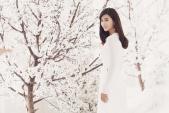 Kim Tuyến duyên dáng trong tà áo dài truyền thống