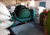 Bắt quả tang cơ sở chế biến đường cát bằng... axít